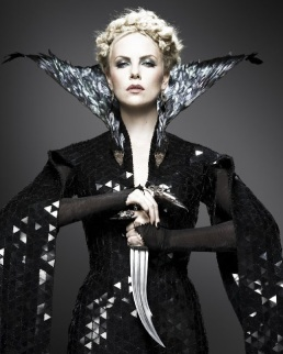 Costume contenders snow-white-and-the-huntsman